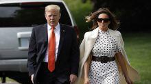 Melania Trump apuesta por los lunares con una combinación vestido más abrigo sublime