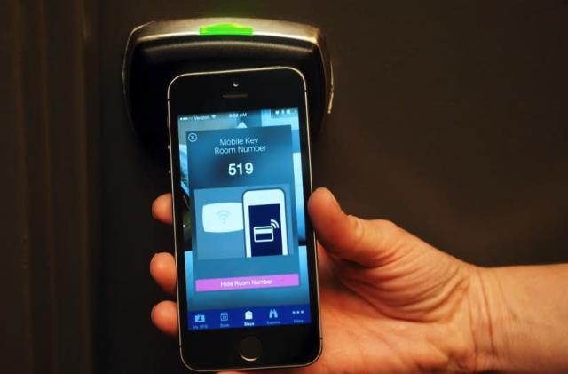 Starwood rolls out smartphone-based room keys, starting with 10 of its hotels