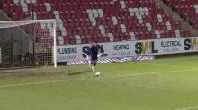 VÍDEO   El gol increíble de portería a portería logrado por el guardameta del Newport