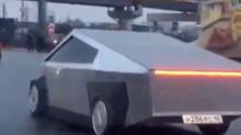 Ponen a la venta la imitación rusa de la camioneta Tesla Cybertruck por 10.793 dólares
