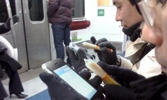 Use a sausage to play with your iPhone in the cold