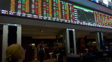À espera de balanços corporativos e saque do FGTS, Bolsa fecha em alta