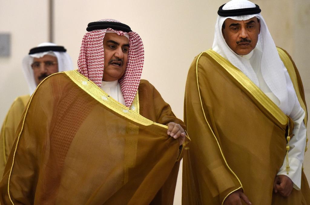 Bahrain's Foreign Minister Khaled bin Ahmed al-Khalifa (L) and his Kuwaiti counterpart Sheikh Sabah al-Khaled al-Sabah arrive to attend the 136th ordinary meeting of the Gulf Cooperation Council on September 15, 2015, in Riyadh (AFP Photo/Fayez Nureldine)