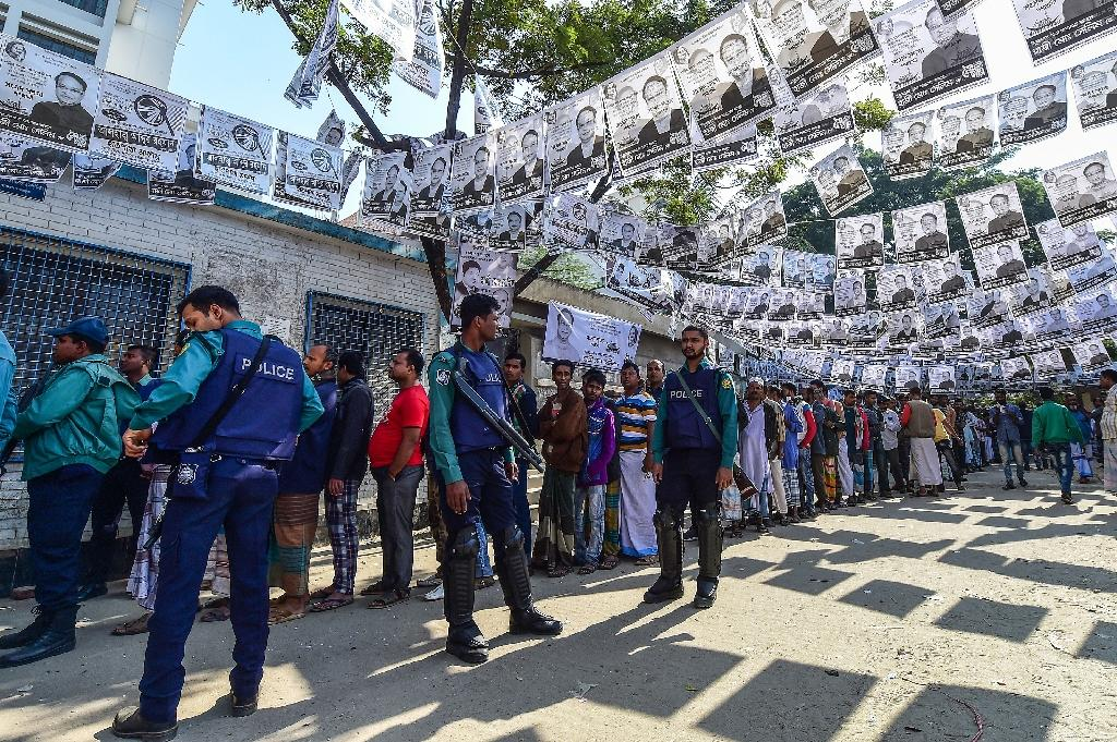 Voting in Bangladesh's parliamentary election, which ended at 4:00pm (1000 GMT), was held under tight security (AFP Photo/Munir UZ ZAMAN)