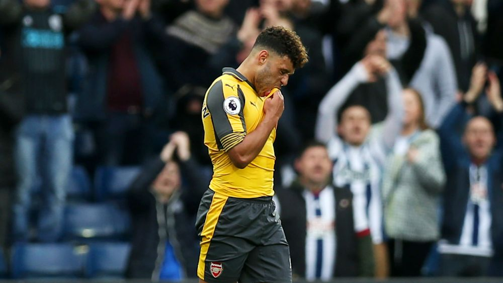 Oxlade-Chamberlain apologises to fans for abject Arsenal