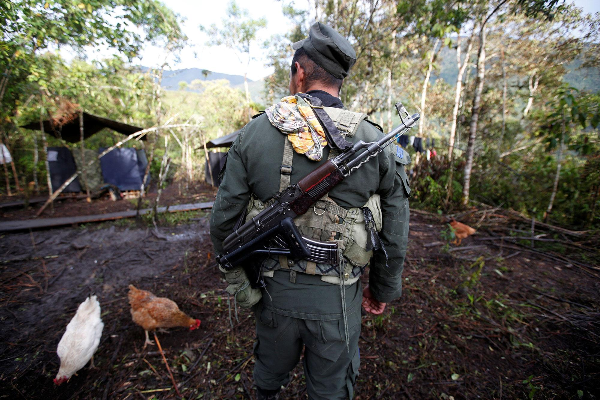 <p>A member of the 51st Front of the Revolutionary Armed Forces of Colombia (FARC) walks at a camp in Cordillera Oriental, Colombia, August 16, 2016. (John Vizcaino/Reuters) </p>
