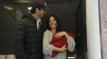 Isis Valverde tem alta da maternidade com o filho Rael