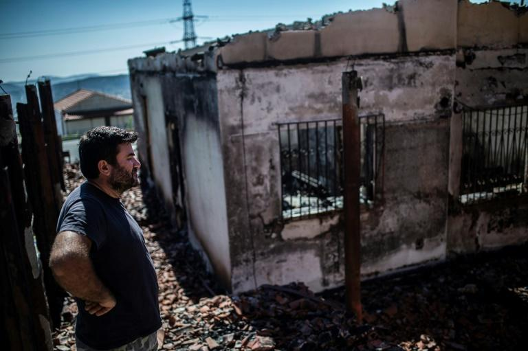 Firefighters aided by water-drops to tackle massive Greek wildfire