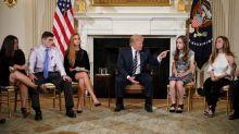 Armer des enseignants? Trump persiste et signe
