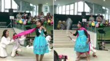 Niñas japonesas deslumbran las redes con su creativo baile de 'Frozen'