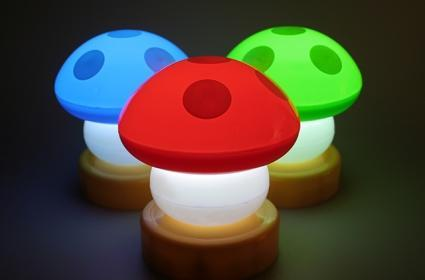 Mushroom LED lamp appeals to gamers for some reason