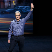 Apple sold 40.4 million iPhones this quarter, beating expectations