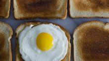 Consumir a clara do ovo não é mais saudável do que comer o ovo inteiro