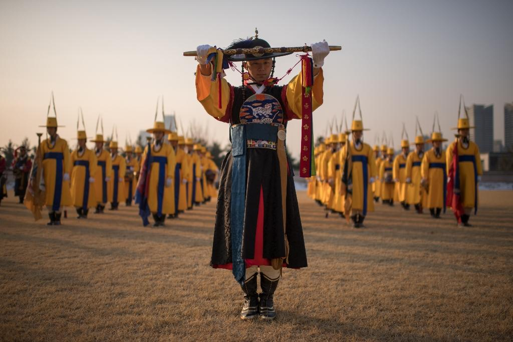 A South Korean honour guard stands in formation prior to the arrival of US Defense Secretary James Mattis at the Defense Ministry in Seoul on February 3, 2017 (AFP Photo/Ed JONES)