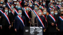 Adolescente que mató profesor francés contactó a instigador de campaña contra la víctima: fuente