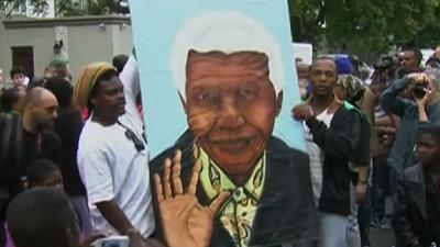 Raw: South Africans Mourn Nelson Mandela