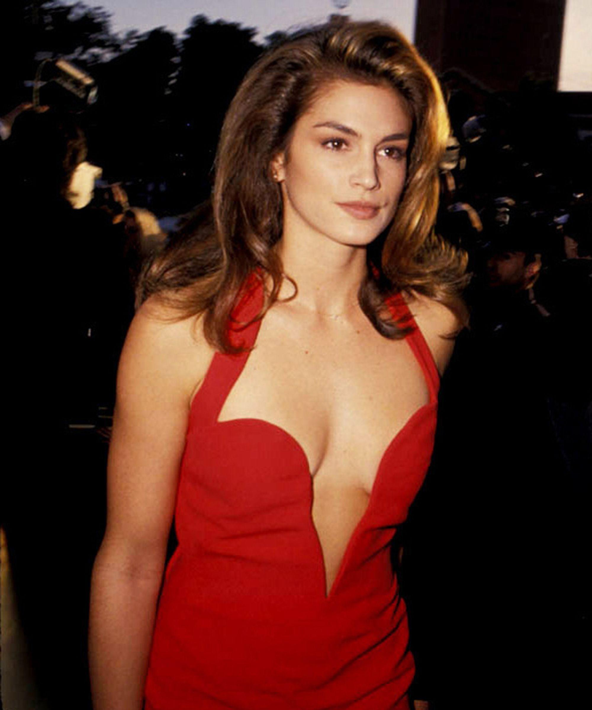 10 Iconic Cindy Crawford Moments