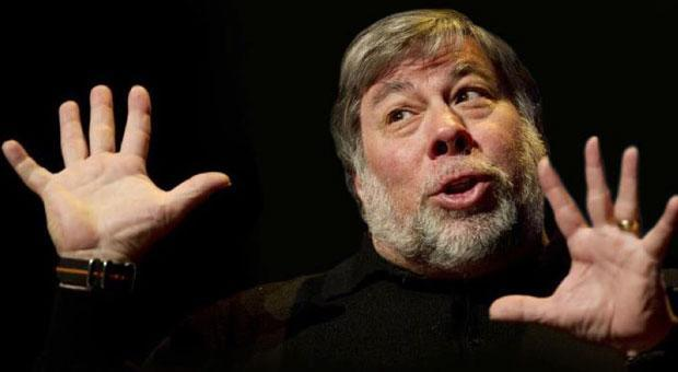 Steve Wozniak discusses his dependency on a MacBook Pro and his affinity for transistor radios