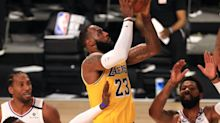 Anthony Davis sizzles, LeBron James closes in Lakers' thriller over Clippers