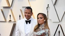 Jennifer Lopez Just Showed Up To The Oscars In The Most Amazing Body-Hugging Dress