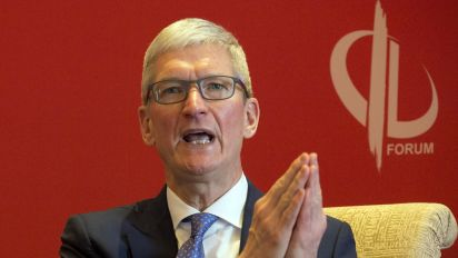 Tim Cook on Facebook: Regulation is necessary