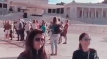 Giovanna Antonelli esfola joelhos pagando promessa em Portugal