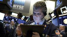 Wall Street cae ligeramente tras máximo histórico de S&P 500