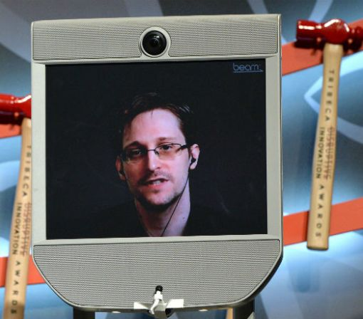 Noted Hacker Edward Snowden Has Some Thoughts on the DNC Hack