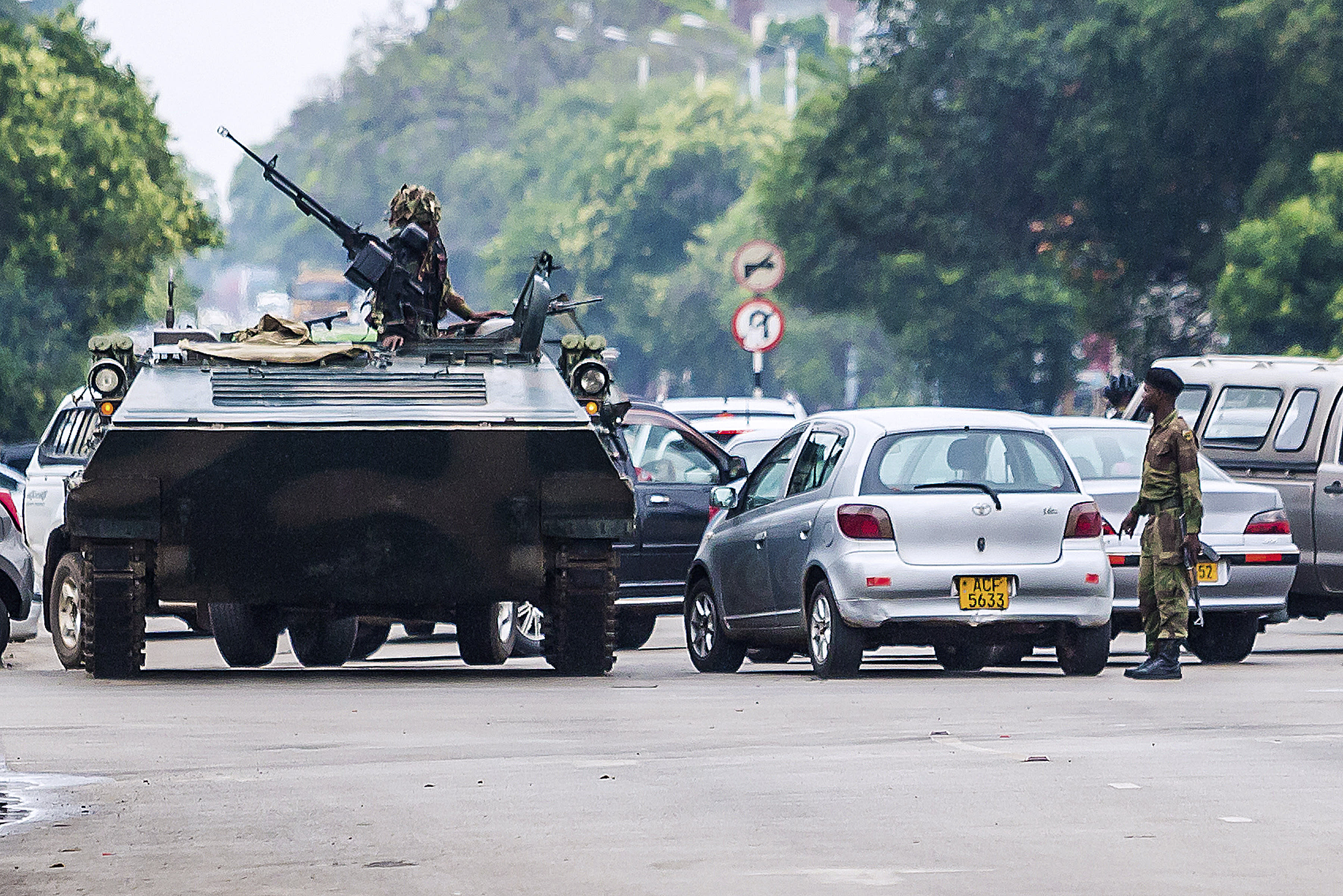 zimbabwes army takes power - HD 1280×853