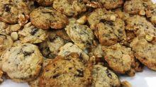 Anne Burrell's chocolate chunk oatmeal cookies