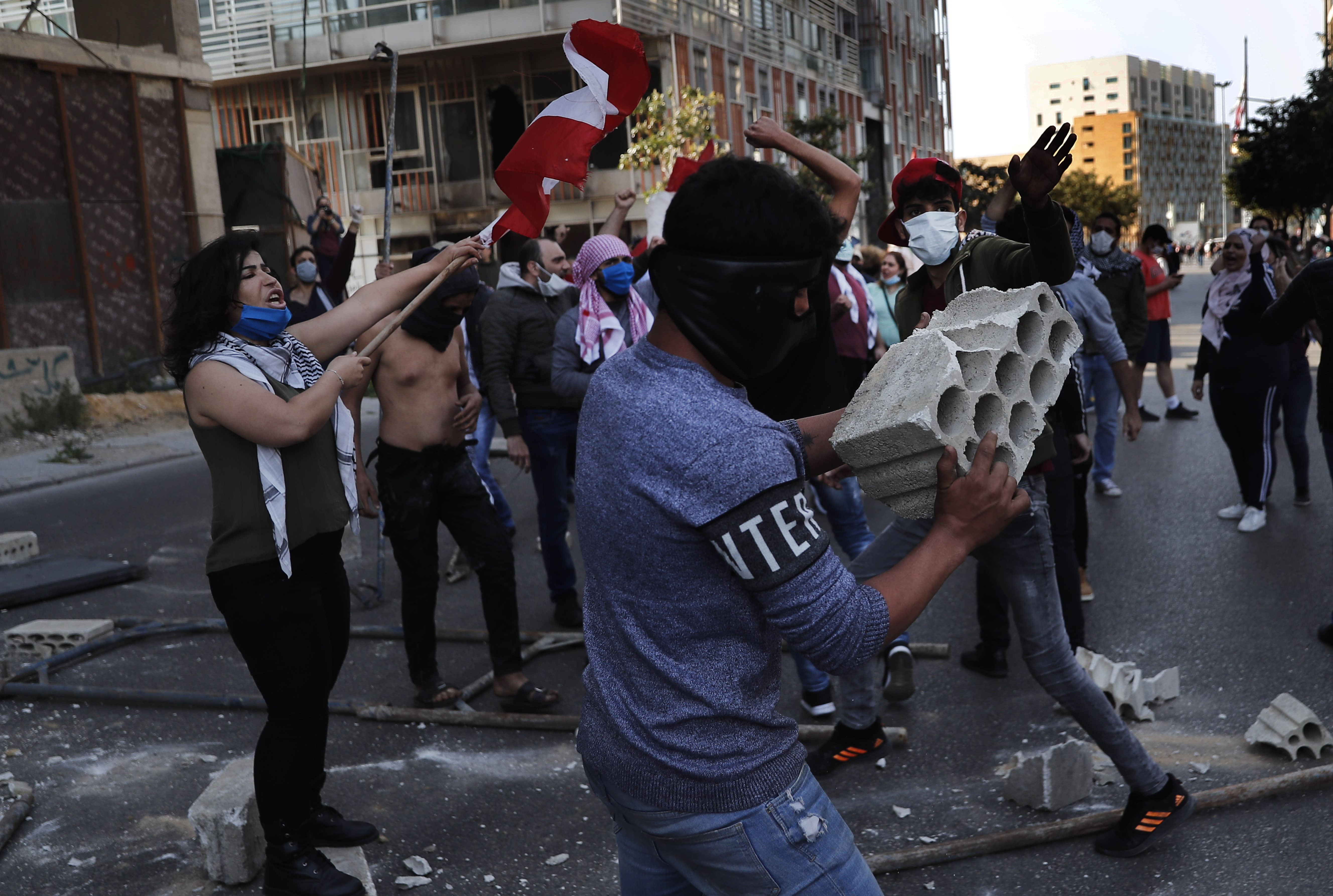 Lebanon: army-demonstrators clash in several cities