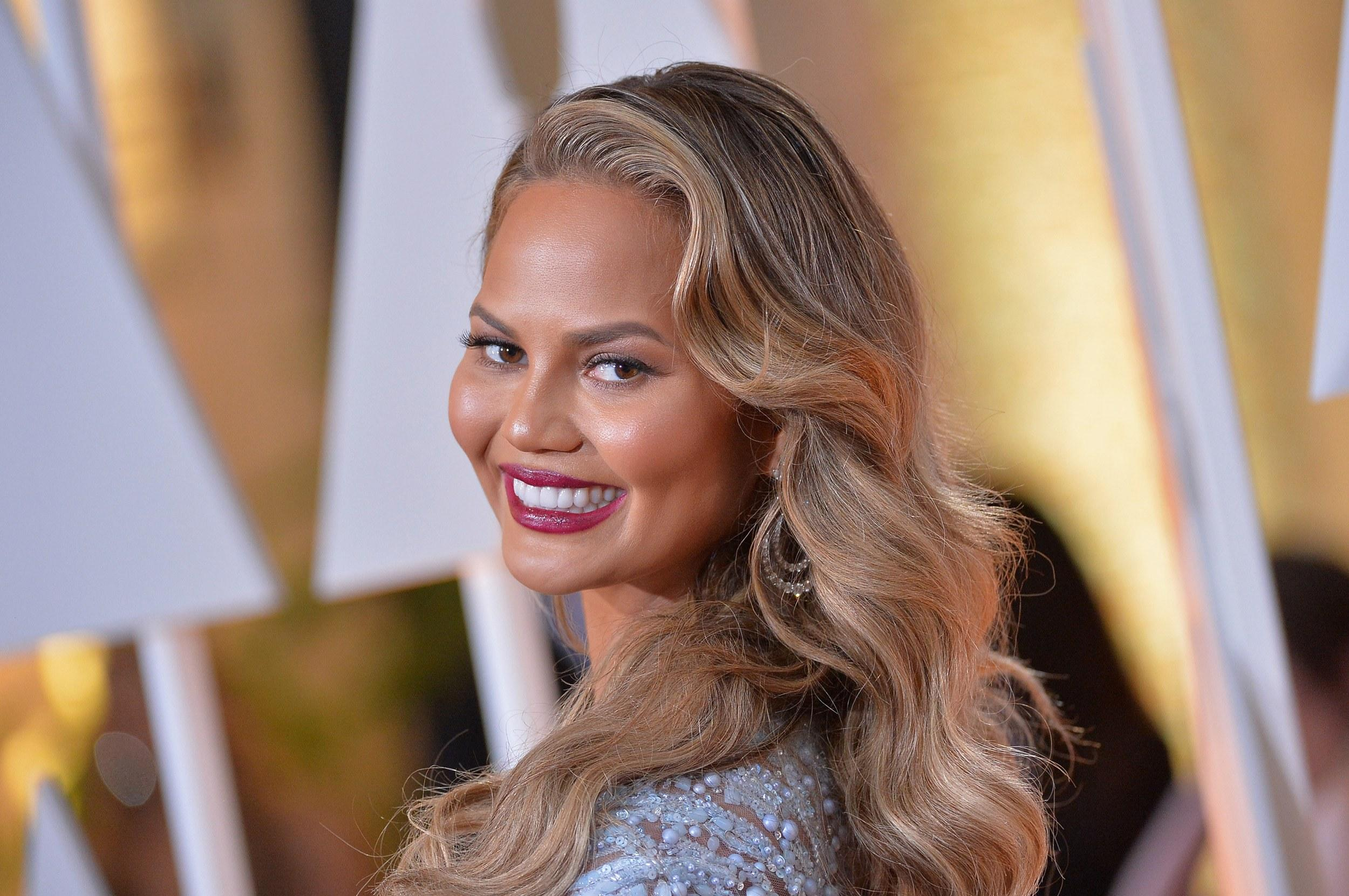 Watch Chrissy Teigen Kindly Fixed Ivanka Trumps Tweet for Her video