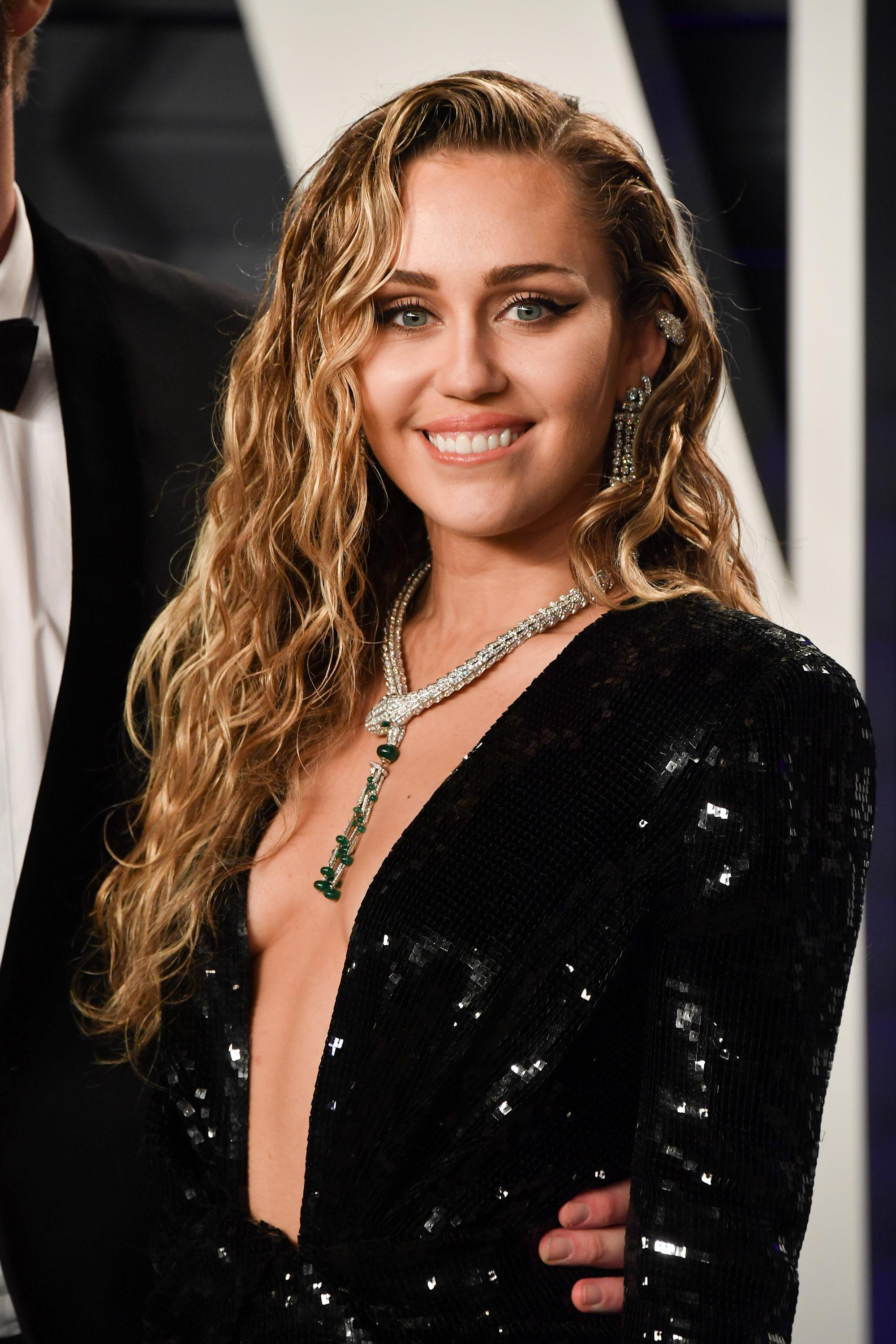 A Naked Miley Cyrus Says Shes -6736