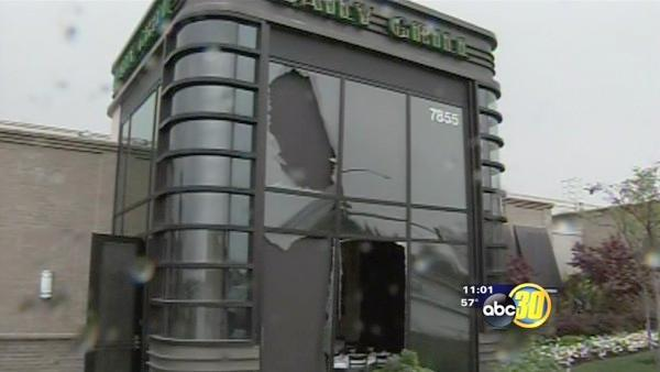 Vehicle crashes into Fresno's Daily Grill restaurant