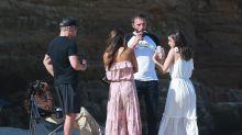 Ben Affleck y Ana de Armas se reúnen en la playa con Matt Damon y su familia