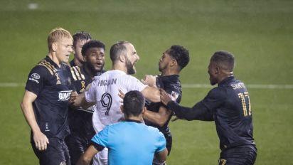Debut para el olvido: Higuaín falló un penal en Inter Miami y sus rivales lo cargaron