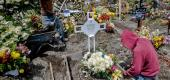 Mourners visit a gravesite in Mexico. (AP)