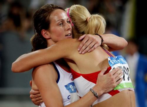 Russia's Tatiana Chernova hugs Team GB's Kelly Sotherton in Beijing 2008