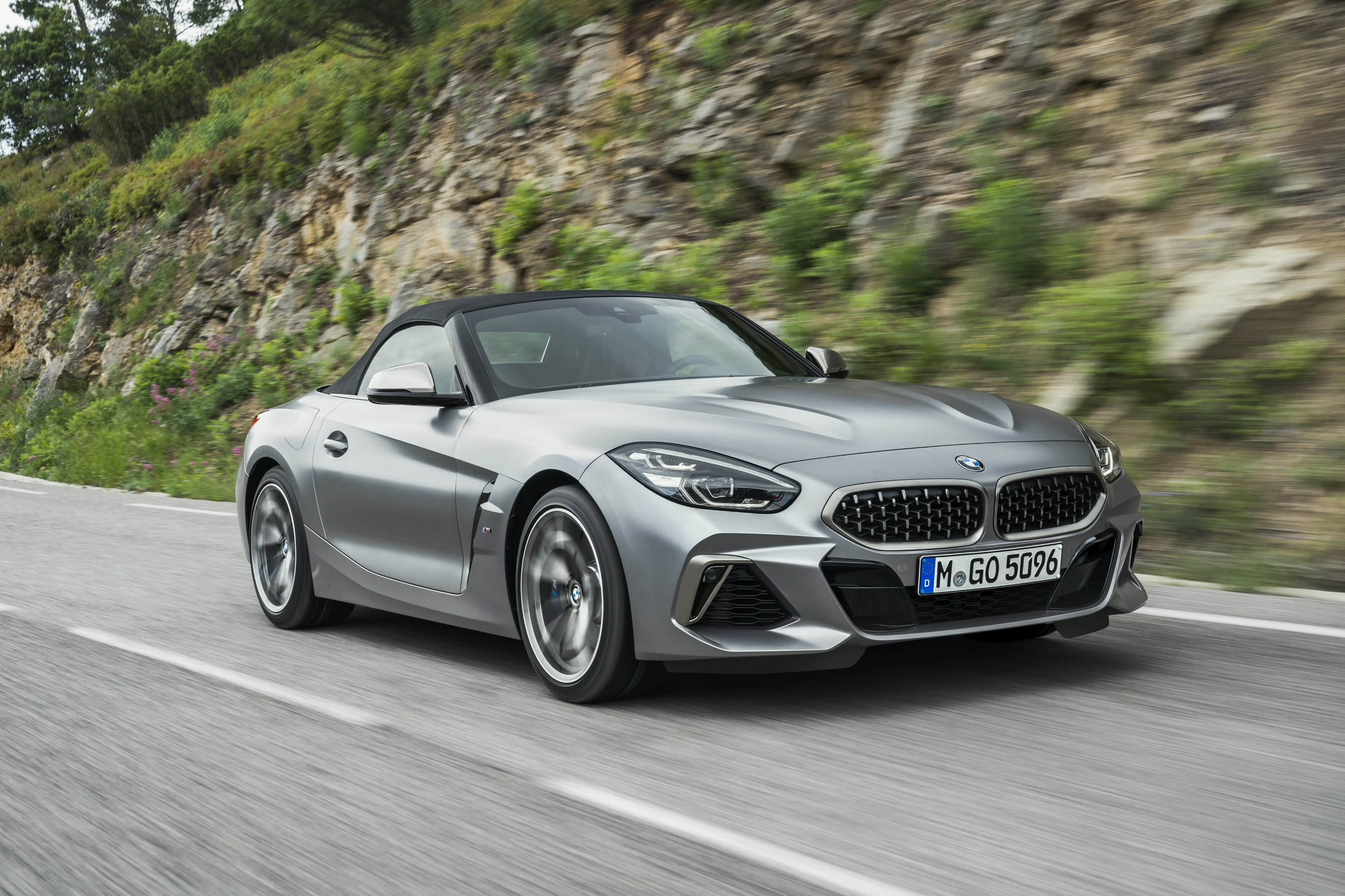 new z4 takes center stage in bmw lineup for 2018 paris motor show. Black Bedroom Furniture Sets. Home Design Ideas