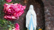 Sgorgano lacrime rosse da una statua religiosa: al vaglio possibili ipotesi