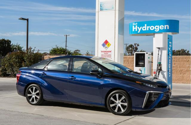 Honda and Toyota are still backing hydrogen fuel-cell cars
