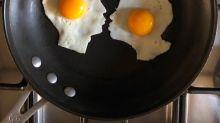 Un joven transforma huevos fritos ¡en arte!