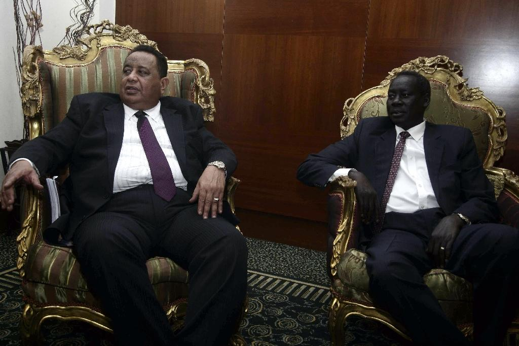 Sudanese Foreign Minister Ibrahim Ghandour (L) meets with his South Sudanese couterpart Deng Alor in Khartoum on June 5, 2016