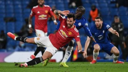 Manchester United settles for sloppy Chelsea draw