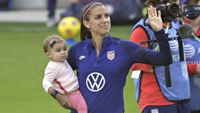 Alex Morgan scores her 1st USWNT goal as a mom