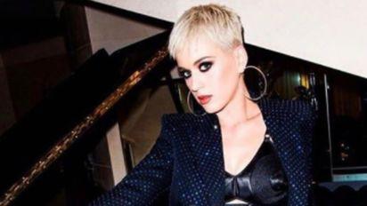 Sai Katy Perry, entra Harry Styles em desfile