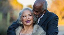 Casal que venceu o câncer comemora 47 anos de casamento com ensaio romântico