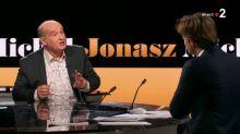 """Antisémitisme : """"Heureusement que ma mère n'est plus là pour voir ça"""", affirme Michel Jonasz à """"20h30 le dimanche"""""""
