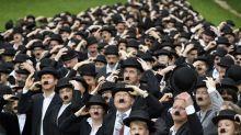662 personas se visten de Charlie Chaplin por su cumpleaños