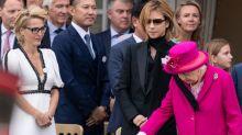 Scarfgate: Queen wird vom Schal eines Mannes ins Gesicht geschlagen